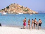 Mezi ostrovy Budeli a Razolli