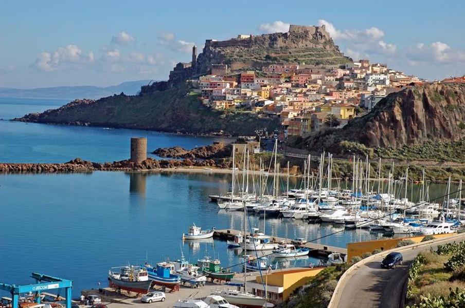 Castelsardo - městečko postavené na skále podobně jako francouzský Mt.S.Michel