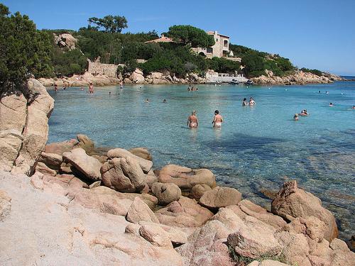 Costa Smeralda - koupání na pláži Romazzino