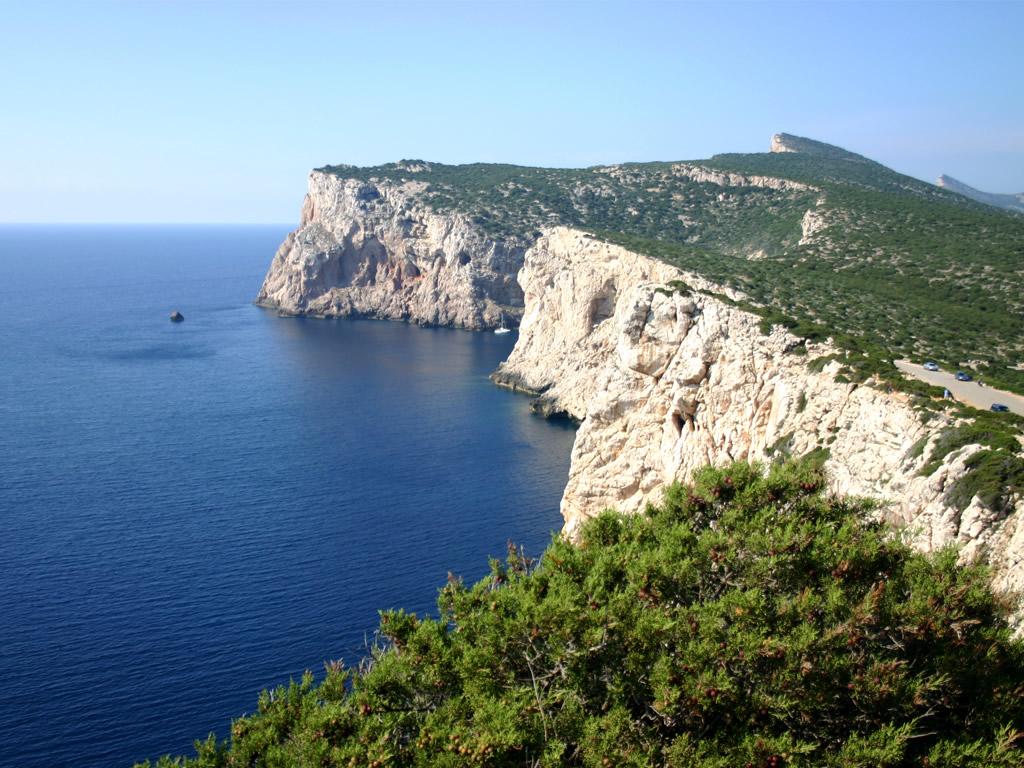 Capo Caccia - ohromné útesy, pod nimiž je schována překrásná Neptunova jeskyně